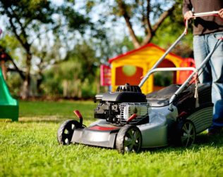 Reasons to Buy a Ride Lawn Mower for Your Lawn