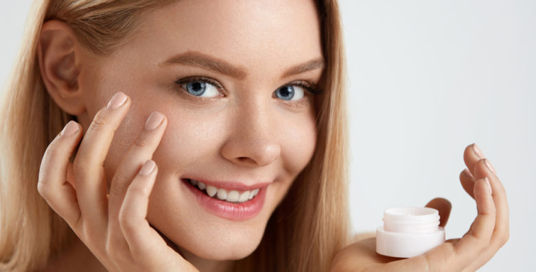 Tips to Choose the Right Skincare Products for Dry Skin